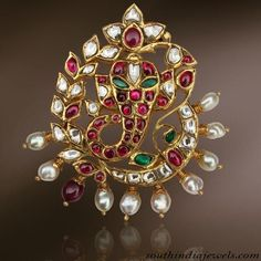 Uncut and pearls Ganesh pendant - whoa Temple Jewellery, India Jewelry, Pendant Jewelry, Beaded Jewelry, Gold Jewelry, Simple Jewelry, Gold Earrings, Ganesh Pendant, Gold Jewellery Design