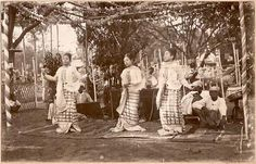 "Arrangement of ""pwe"" during Colonial time."