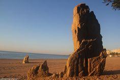 Испанские зарисовки 2016: Platja d´Aro.  прямо из песка торчит обломок скалы, который даже имеет свое название  Cavall Bernat - это природный символ города, который тоже часто можно встретить на открытках и в буклетах   - ФотоПутешествия с Паулем )