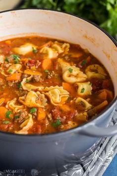 Sausage Tortellini Soup [step by step VIDEO] – The Recipe Rebel This Sausage Tortellini Soup is a tomato-based soup loaded with vegetables, Italian sausage and cheese tortellini. It's the perfect cold weather soup. Sopa Crock Pot, Cheese Tortellini Soup, Pasta Soup, Ravioli Soup, Pasta Lasagna, Sausage Lasagna, Cheese Soup, Goat Cheese, Bon Appetit