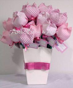 Lindo vasinho de MDF com 30 tulipas em tecido, ponteira de lápis e tags personalizados. As cores podem variar de acordo com a decoração do quarto do seu bebê. R$ 140,00