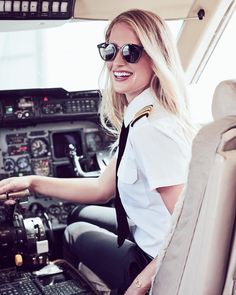 """7,587 Likes, 137 Comments - MARIA FAGERSTRÖM   B737 PILOT (@mariathepilot) on Instagram: """"Reunited with my soul sisters, my role models, my best friends, my goals and inspiration """""""