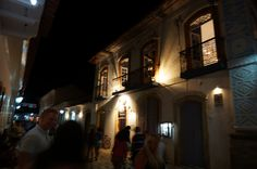 Many of the houses are ateliers, shops, hotels, restaurants and bars, which gives another impression about the night life.