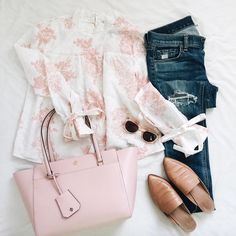Pink and whtie floral print romantic blouse+distressed jeans+cognac mule-loafers+light pink tote bag+sunglases. Casual Fall Outfits, Summer Outfits, Casual Dressy, Work Outfits, Romantic Outfit, Pink Tote Bags, Weekend Sale, Cloth Bags, Curvy Fashion