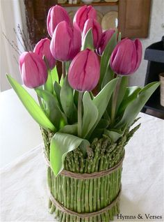 Easy Spring Tulip and Asparagus Centerpiece (Glass vase, twine, rubber band, asparagus and tulips)!!