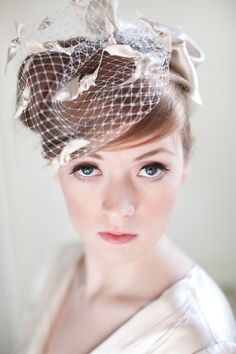 Elfenbein Birdcage Bridal Veil mit Satin Schleifen