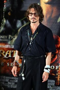 Johnny Depp Suffers Hand Injury While In Australia For 'Pirates Young Johnny Depp, Here's Johnny, Johnny Depp Wallpaper, The Hollywood Vampires, Jonny Deep, Hand Injuries, Hot Actors, Christen, Pirates Of The Caribbean