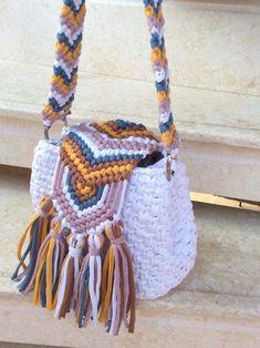 Daisy , handmade crochet summer bag, white bag ,multicolored bag , colors available Knitting TechniquesKnitting For KidsCrochet PatronesCrochet Baby Bead Crochet, Crochet Baby, Crochet Summer, Crochet Basket Pattern, Crochet Patterns, Mochila Crochet, Crochet Backpack, Crochet Handbags, Tapestry Crochet
