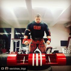 #Repost @savickas_bigz with @laskafitness  Maximum concentration #lithuanian #strongman #bigz #training #loglift #gymlife #gymtime #strong #liftinglife http://bit.ly/29Bs9H2 #LaskaFitness #WeightLoss #Fitness #Bodybuilding