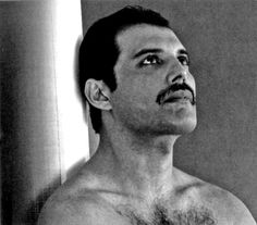 Freddie Mercury - an absolutely fascinating idol. Queen Rock Band, Tarot, King Of Queens, Roger Taylor, Rami Malek, Queen Freddie Mercury, Save The Queen, Rare Pictures, Rock Bands