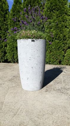 Design flowerpots that we offer in 3 different sizes.  It is perfect for both the interior and exterior as well because each flowerpot has inside and outside impregnation against soaking water.  If you have any questions, please do not hesitate to contact me. Round Vase, Flower Pots, Interior And Exterior, Concrete, Planter Pots, Water, Design, Home Decor, Gripe Water