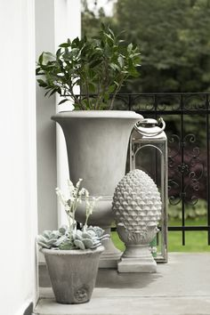 KAROL centre piece and flower pots with FLORA decoration flowers. Lene Bjerre, spring 2014.