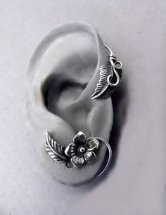 I don't know what kind of ear that is, but the cuff is cute!