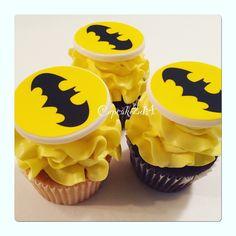 Batman Cupcakes  by Cupcakes2di4