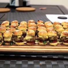 mini burgers with white truffle sabayon