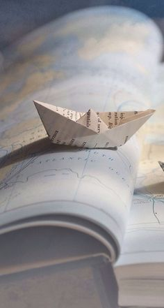 ♥ When I love someone and connect with that person deeply in intimacy I make a paper-boat as a gift. Only the heart that loves can experience deeply the paper-boat moment [j. Boat Wallpaper, Screen Wallpaper, Wallpaper Backgrounds, Travel Wallpaper, 480x800 Wallpaper, Lock Screen Backgrounds, Amazing Wallpaper, Iphone Backgrounds, Iphone Wallpapers