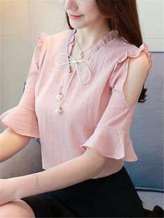 Chiffon V-neck Off-shoulder Solid Color Ruffles Blouse Stylish Tops For Women, Trendy Tops, Blouse Styles, Blouse Designs, Sleeves Designs For Dresses, Moda Plus Size, Fashion Dresses, Fashion Blouses, Ruffle Blouse