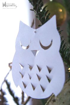 owl in paper cut , Paper Owls, Paper Art, Diy And Crafts, Arts And Crafts, Paper Crafts, Diy For Kids, Crafts For Kids, Owl Ornament, Christmas Crafts