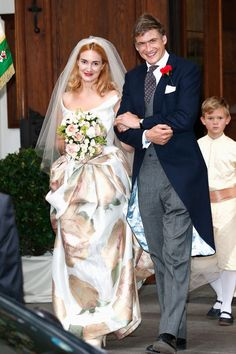 Princess Maria Theresia von Thurn und Taxis wore a wedding dress painted with golden roses to marry Hugo Wilson