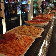 Servidos????  Ja falei de aperitivo por aqui esse é talvez o meu preferido. Fica na região da Piazza Navona.