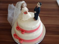 Bruidstaart met bruidspaar van fondant