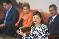 Pregopontocom Tudo:Kátia Abreu diz que pretende ser corresponsável se Dilma for afastada Política  Kátia Abreu disse confiar na honestidade e espírito público da presidenta Dilma Rousseff . Kátia Abreu, voltou a defender hoje (4) a presidenta Dilma Rousseff durante o lançamento do Plano Safra 2016/2017, que vai disponibilizar R$ 202,88 bilhões em recursos para produtores rurais. Na sexta-feira (29), a ministra fez a defesa de Dilma na comissão do Senado que analisa o processo de impeachment.