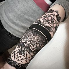 Geometric inspiration Inkstinct - cover up two days and a manga sta . - Geometric inspiration Inkstinct – cover up two days and start a manga. Maori Tattoos, Maori Tattoo Designs, Neue Tattoos, Forearm Tattoos, Sleeve Tattoos, Belly Tattoos, Hip Tattoos, Stomach Tattoos, Filipino Tattoos