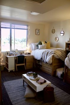 33 Awesome College Bedroom Decor Ideas And Remodel College Dorm Decorations Awesome Bedroom college DECOR Ideas remodel Cozy Dorm Room, Cute Dorm Rooms, Bed Room, Dorm Room Setup, Dorm Couch, Dorm Desk, College Bedroom Decor, College Dorm Rooms, Girl Dorm Decor