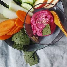 Can we agree that it's too hot to cook in summer? Just throw your favourite veggies and dip on a plate with our algae cracker and you have a nutritious, fun and healthy meal - and oh so tasty! Diet Tips, Diet Recipes, Vegan Recipes, Vegan Meals, Snack Platter, Paleo Diet, Clear Eyes, Fuller Hair, Cravings