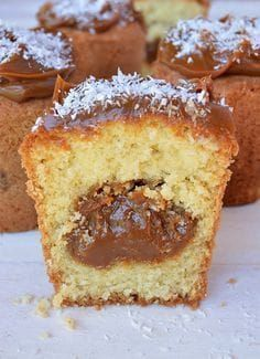 Coconut muffins and dulce de leche - Recetas - Sweet Recipes, Cake Recipes, Snack Recipes, Dessert Recipes, Cooking Recipes, Snacks, Food Cakes, Cupcake Cakes, Pan Dulce