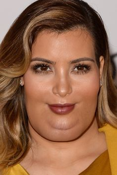 I'm sorry but this is just too funny because it is sooo photoshopped  -What Celebrities Would Look Like If They Were Fat