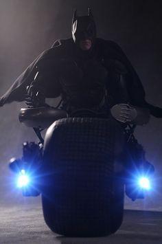 Dark Knight Batman Batpod scale vehicle by Hot Toys Batman The Dark Knight, The Dark Knight Trilogy, Batman Dark, The Dark Knight Rises, Batman Vs Superman, Batman Arkham, Real Batman, Batman Poster, Batman Bike
