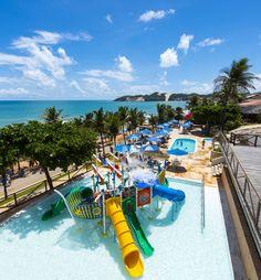 O Espaço Praiamar Beach é uma área de lazer com piscinas para adultos e crianças, parque aquático infantil, sala de jogos, playground, restaurante, lojas e acesso direto à praia de Ponta Negra. Rio Grande, Surf, City, Garden, Outdoor Decor, Water Playground, Game Room, Play Areas, Littoral Zone