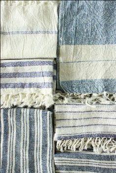 blue and white table linens. #blueandwhite