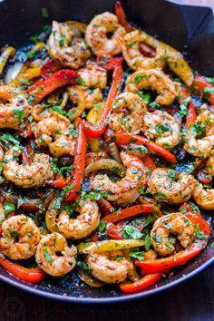 Fajitas are so flavorful and easy! A one-pan shrimp fajitas recipe with juicy shrimp, tender vegetables and an amazing fajita marinade. Fish Recipes, Seafood Recipes, Mexican Food Recipes, Spicy Shrimp Recipes, Shrimp Dishes, Fish Dishes, Kitchen Recipes, Cooking Recipes, Healthy Recipes