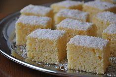 Prajitura cu iaurt si fulgi de cocos   Retete culinare cu Laura Sava - Cele mai bune retete pentru intreaga familie Cornbread, Vanilla Cake, Sweet Treats, Baking, Ethnic Recipes, Desserts, Food, Mai, Kitchens