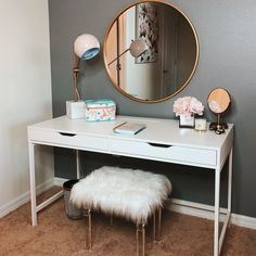 Ideas bedroom desk diy makeup vanities for 2019 Bedroom Desk, Teen Bedroom, Home Bedroom, Master Bedroom, Bedroom Drawers, Girl Bedrooms, Vanity Design, Awesome Bedrooms, Dream Rooms