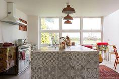Una casa familiar muy extravagante. Cocina aires vintage. #kitchen #vintage #hidráulico
