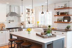 Кухня в стиле кантри с островом