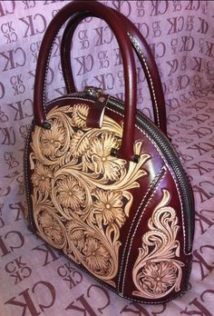 Leather Craft Pattern Women Handbag DIY Sheridan Style Template Tools 9027 in Cr… – purses and handbags diy Leather Tooling Patterns, Leather Pattern, Leather Purses, Leather Handbags, Leather Wallet, Leather Carving, Leather Art, Tooled Leather, Vintage Leather