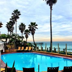 Pacific Terrace Hotel Pool in Pacific Beach. Photo by tarynhyland • Instagram