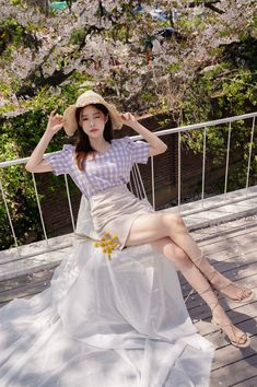 Shop feminine, adorable & ladylike Korean clothing at CHLO. Find out items ranging from dresses, tops to bottoms that will let out an instant charm. Also, discover items only available exclusively at Manon! Two Piece Long Dress, Two Piece Formal Dresses, Beautiful Asian Women, Beautiful Legs, Skirt And Top Set, Korean Fashion Trends, Asian Beauty, Korean Beauty, Korean Outfits