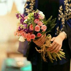 Image in flowers collection by Sara on We Heart It Beautiful Muslim Women, Beautiful Hijab, Beautiful Roses, Dps For Girls, Islamic Girl, Hijabi Girl, Girly Pictures, Girly Pics, Eye Pictures