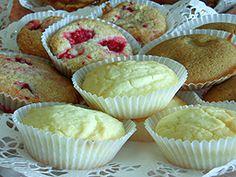 100 g margariinia  1/2 dl sokeria  1/2 dl fariinisokeria  1 dl peruna- t. hedelmäsosetta  1 dl perunajauhoja  1 1/2 dl riisijauhoja  1 tl leivinjauhetta  1/2 dl kiehuvaa vettä