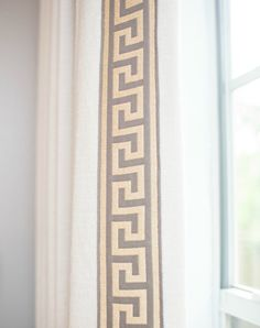 GREAT article on using IKEA linen curtains! Rosa Beltran Design: CUSTOMIZING INEXPENSIVE LINEN CURTAINS: DIY TUTORIAL