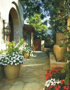 """21 Amazing Floral Decoration Ideas for Your Outdoor Area Tuscan Style-Like idea of Water Urns in """"flower pot"""" area (to the right in photo). 21 Amazing Floral Decoration Ideas for Your Outdoor Area – Style Motivation Landscape Design, Garden Design, Small Backyard Design, Backyard Designs, Italian Garden, Italian Patio, Backyard Makeover, Garden Landscaping, Garden Path"""