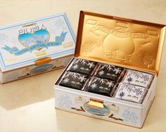 From the factory direct store in Sapporo in Hokkaido.JAPAN Hokkaido Shiroi Koibito Chocolate Cookie black and white Chocolate and packs for every Box. Japanese Snacks, Japanese Food, Tamarind Fruit, Japanese Chocolate, White Chocolate Cookies, Craft Packaging, Sapporo, Cute Birds, Delicious Chocolate