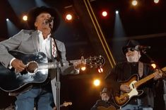 Relive the time King Strait & Merle Haggard saluted the troops with 'The Fightin' Side of Me.'