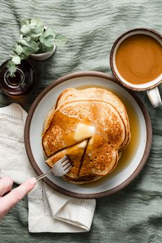 Spiced Eggnog Pancakes - Breakfast - Eat or Not Foods Holiday Baking, Christmas Baking, Crepes, Brunch Recipes, Breakfast Recipes, Breakfast Bites, Breakfast Pancakes, Spiced Eggnog, Beignets
