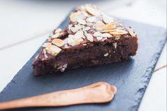 Un dolce di pasta frolla al cacao e crema al cioccolato ispirato alla torta della nonna, ma interamente al cioccolato!